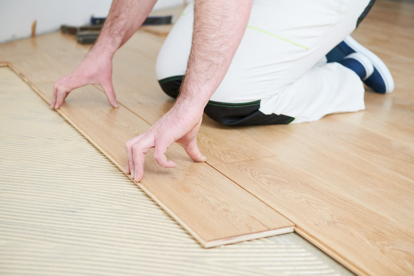 Comment coller efficacement un parquet?